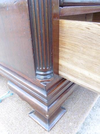 Corner column and foot