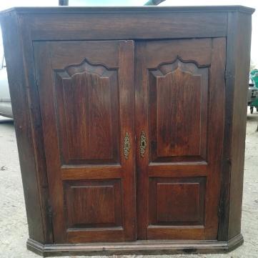 Elm Corner Cabinet Front